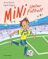 Mini spelar fotboll